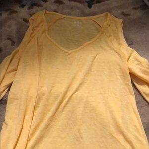 ana yellow shirt